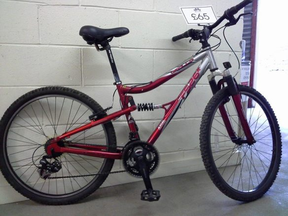 Apollo FS26. Mens Full suspension mountain bike £65